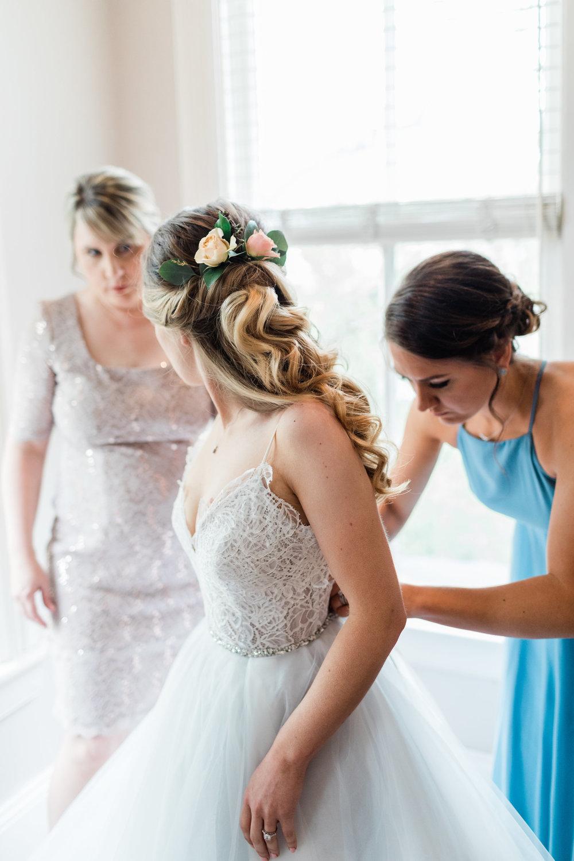 ivory-and-beau-bridal-boutique-i-and-b-florals-kim-and-luke-apt-b-photography-garibaldis-cafe-savannah-savannah-vintage-rentals-4.JPG
