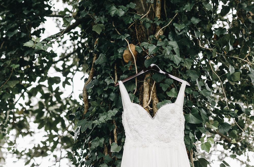 savannah-bridal-shop-i-and-b-couple-tim-and-amy-boho-marshland-wedding-in-savannah-mackensey-alexander-photography-1.jpg