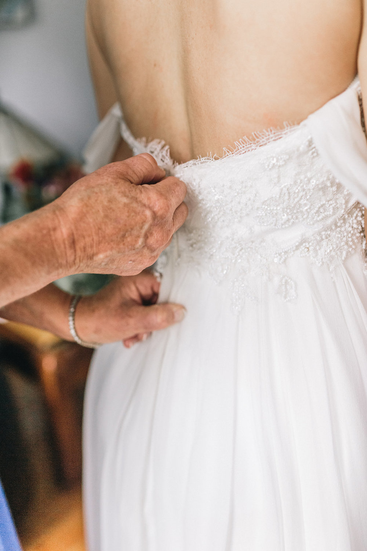 savannah-bridal-shop-i-and-b-couple-tim-and-amy-boho-marshland-wedding-in-savannah-mackensey-alexander-photography-4.jpg