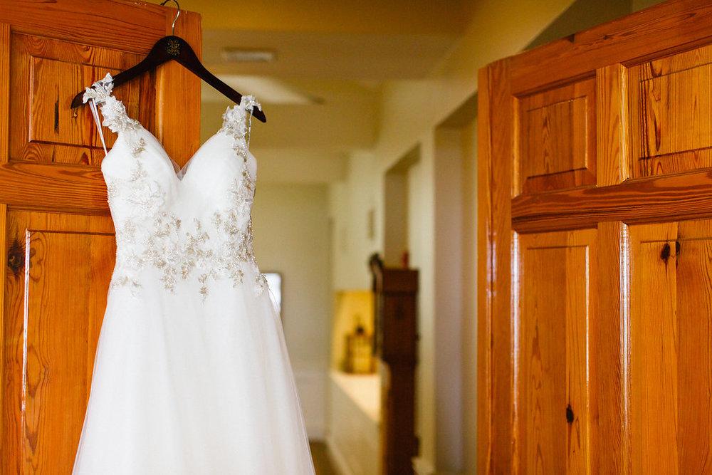 savannah-bridal-shop-i-and-b-florals-courtney-and-chris-savannah-florist-dataw-island-club-wedding-julia-fay-photography-1.jpg