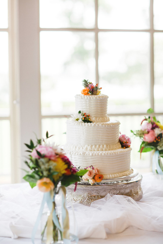 savannah-bridal-shop-i-and-b-florals-courtney-and-chris-savannah-florist-dataw-island-club-wedding-julia-fay-photography-19.jpg
