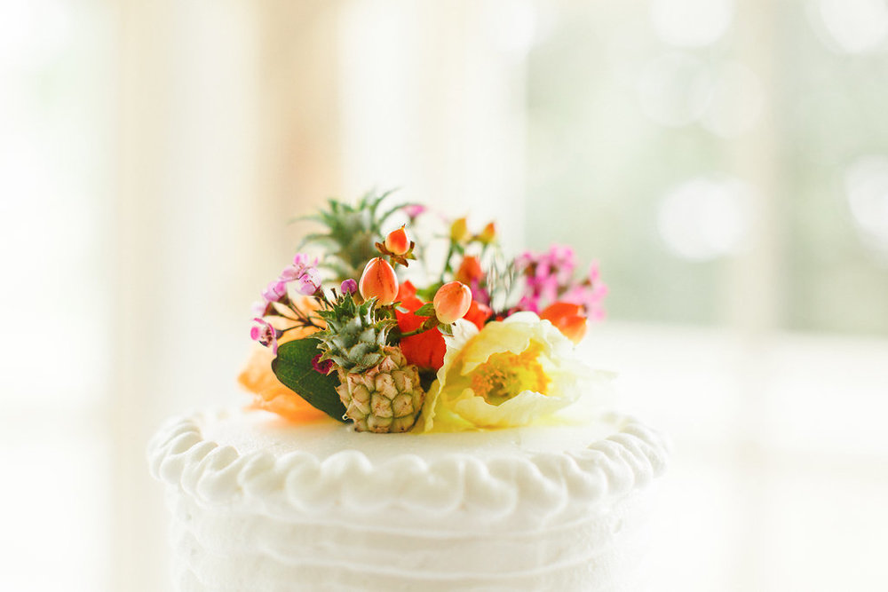 savannah-bridal-shop-i-and-b-florals-courtney-and-chris-savannah-florist-dataw-island-club-wedding-julia-fay-photography-23.jpg