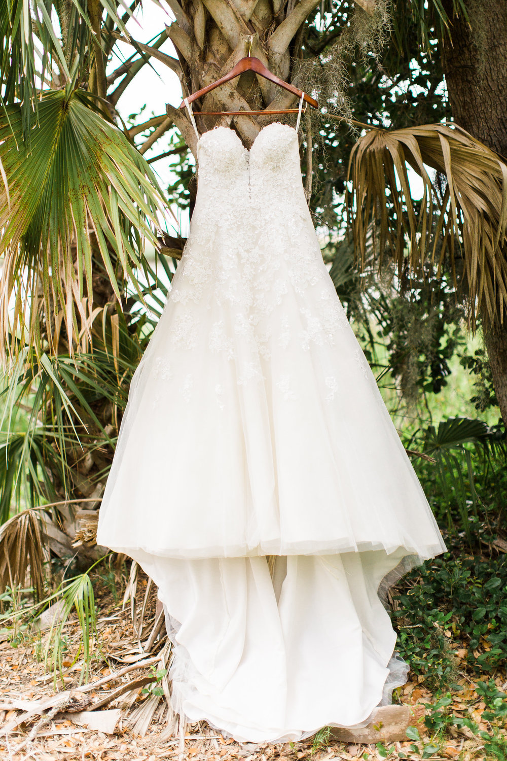 savannah-bridal-shop-i-and-b-couple-gretchen-and-alex-fun-and-unique-tropical-wedding-at-captains-bluff-st-simons-island-wedding-marianne-lucille-photography-1.jpg