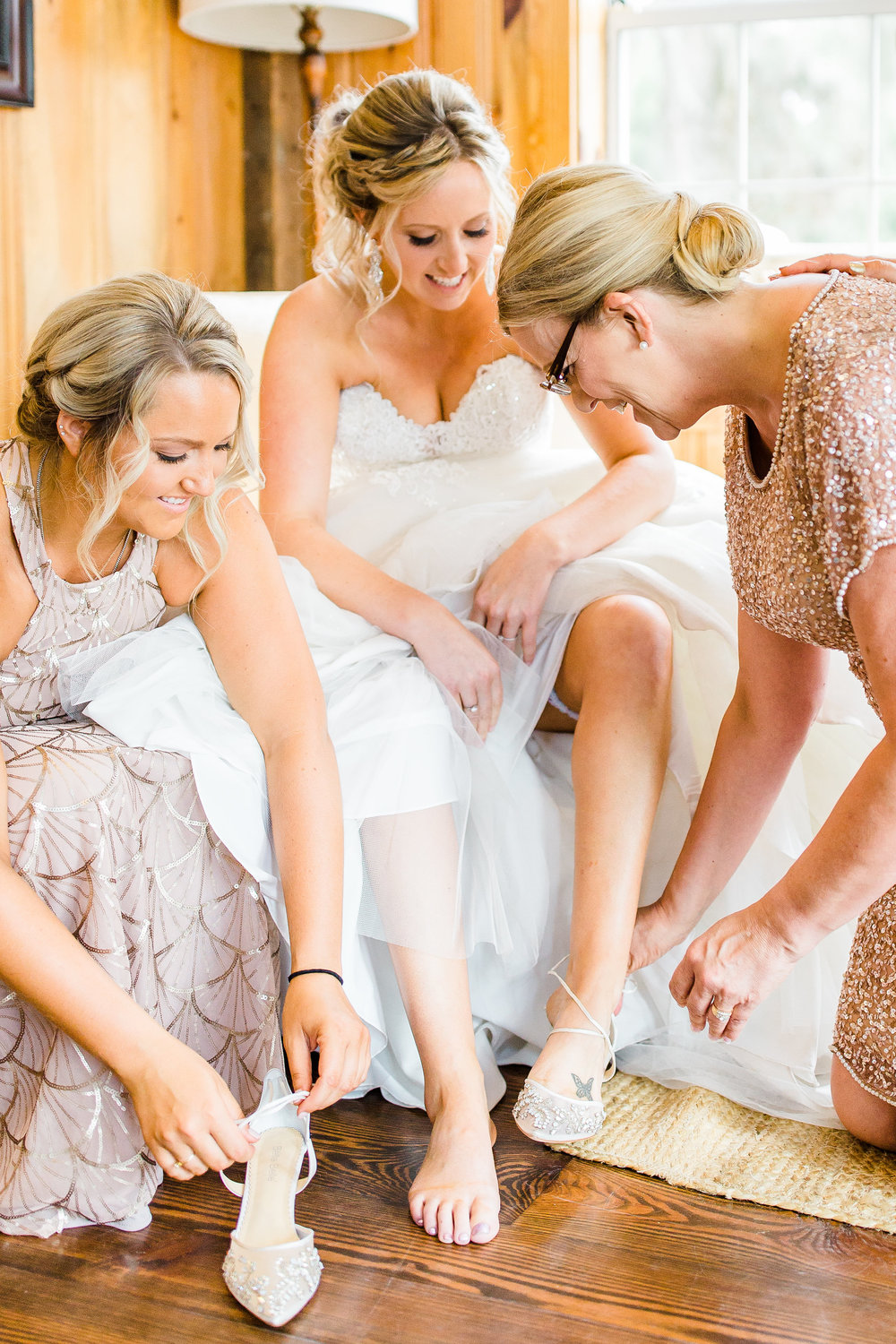 savannah-bridal-shop-i-and-b-couple-gretchen-and-alex-fun-and-unique-tropical-wedding-at-captains-bluff-st-simons-island-wedding-marianne-lucille-photography-5.jpg