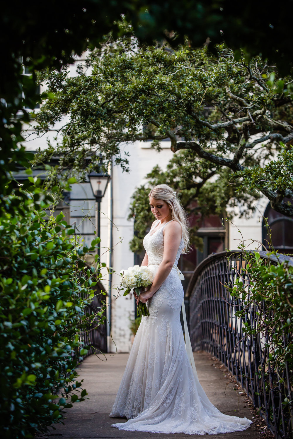 VICTORIA'S ROMANTIC DOWNTOWN SAVANNAH WEDDING