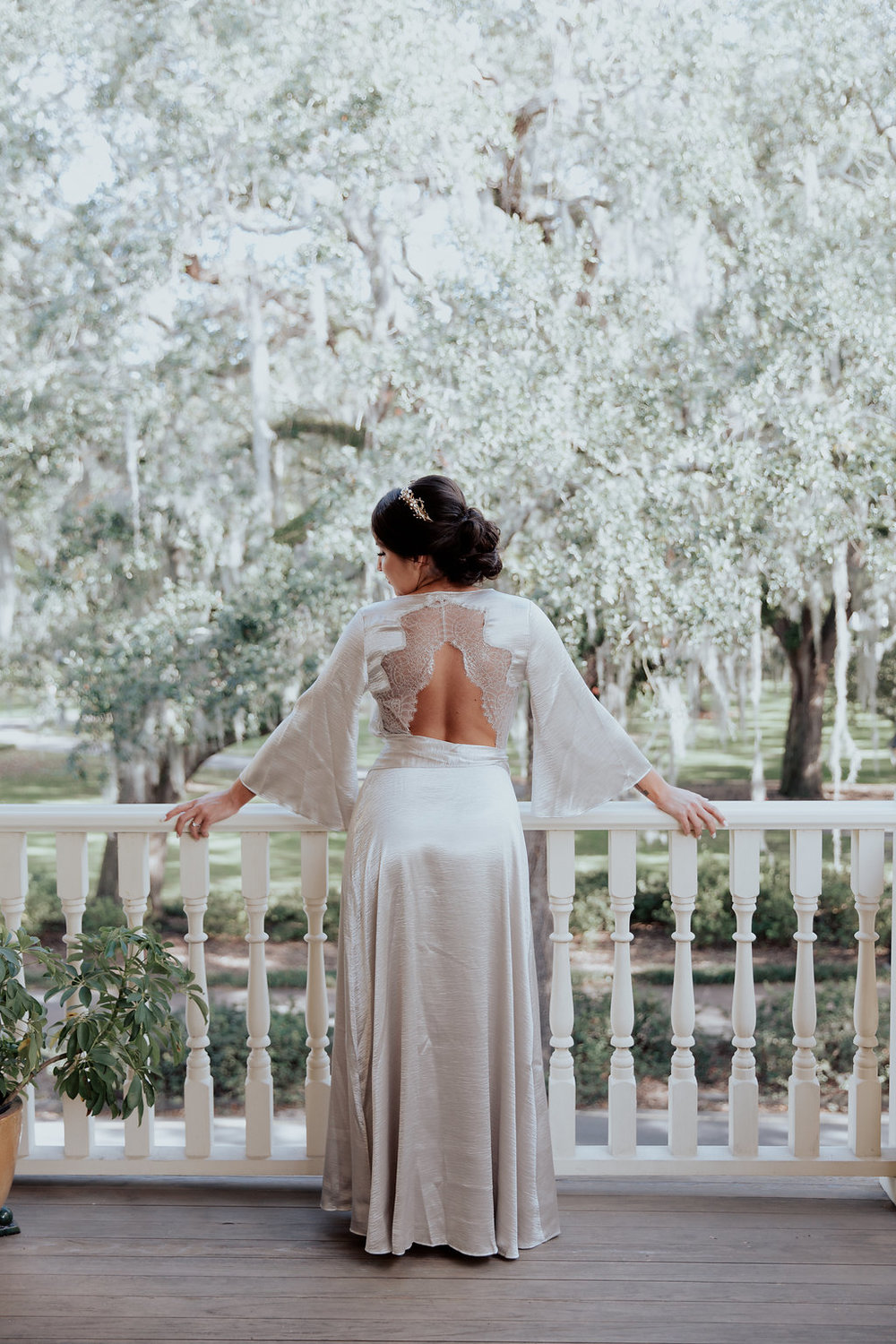 ivory-and-beau-savannah-bridal-shop-ivory-and-beau-couple-caitlin-and-tim-wormsloe-wedding-savannah-wedding-florist-house-of-ivory-photography-7.jpg