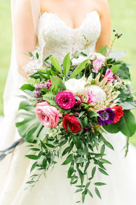 ivory_and_beau_savannah_bridal_shop_what_to_expect_when_booking_your_wedding_flowers_savannah_florist_savannah_wedding_florist_wedding_flowers_tips_wedding_flowers_inspiration_1.jpg