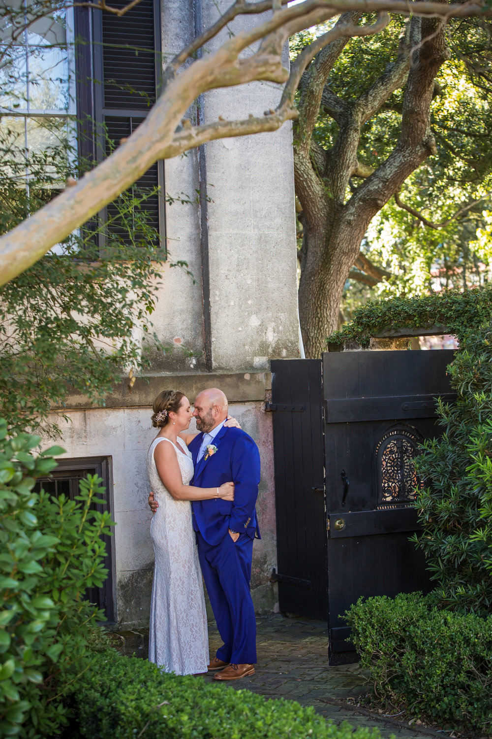 ivory_and_beau_savannah_bridal_shop_ivory_and_beau_florals_lindsey_and_collin_harper_fowlkes_house_the_mansion_on_fosyth_rich_burkhart_photography_savannah_florist_13.jpg