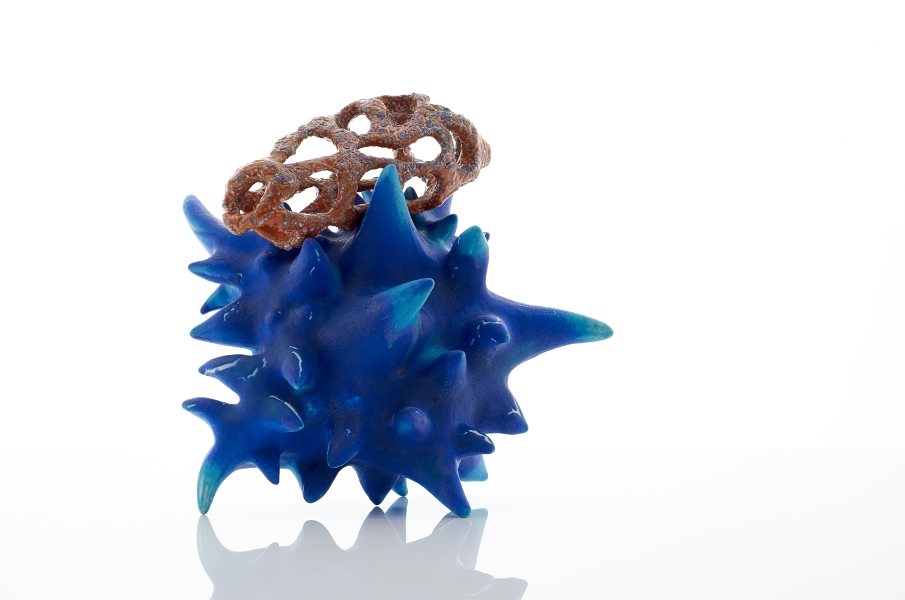 Shark-Attack-with-Verruca-Vulgaris-2015-glazed-ceramic-L-380xW380xH380mm-Photography-Sylvain-Deleu