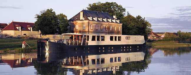 FRENCH COUNTRY WATERWAYS Cruising the Canals and Waterways of France