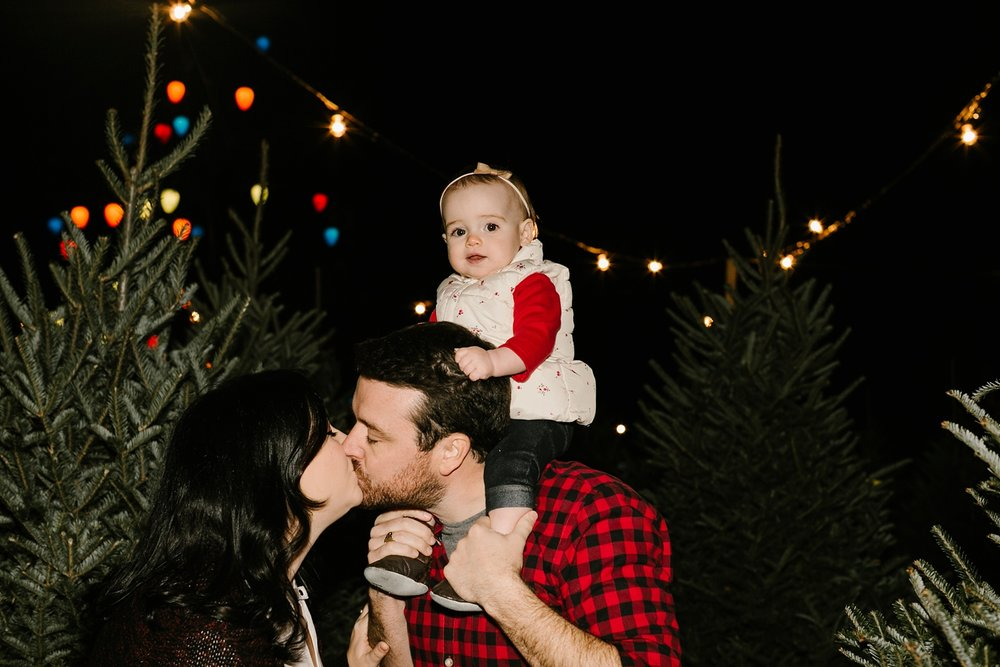 Nashville-Christmas-mini-session-family-photographer_0023.jpg