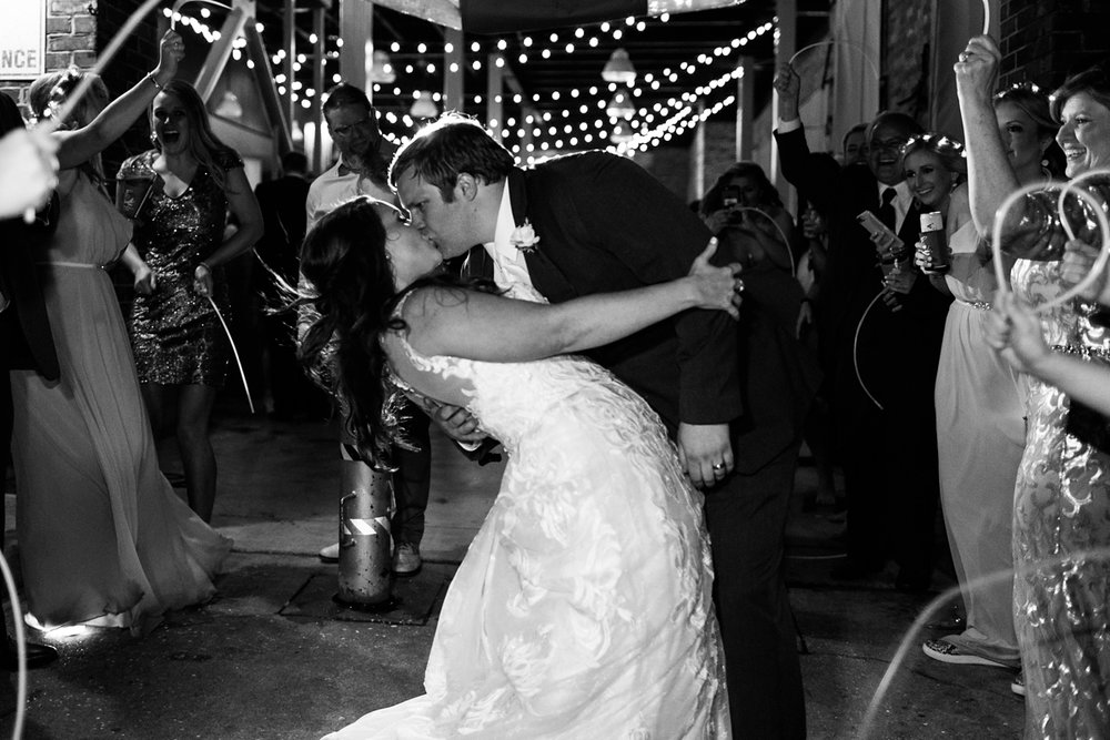 Jackson Mississippi Yacht Club Modern Spring Wedding_0097.jpg