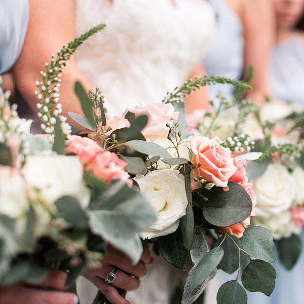Anyone else out there dreaming of warm spring temps like me?  Until we get closer, I'll be dreaming of this wedding and these gorgeous flowers by @freshcutofjxn at Andrea & Will's wedding last April. #amyallmandphoto #amyallmandweddings