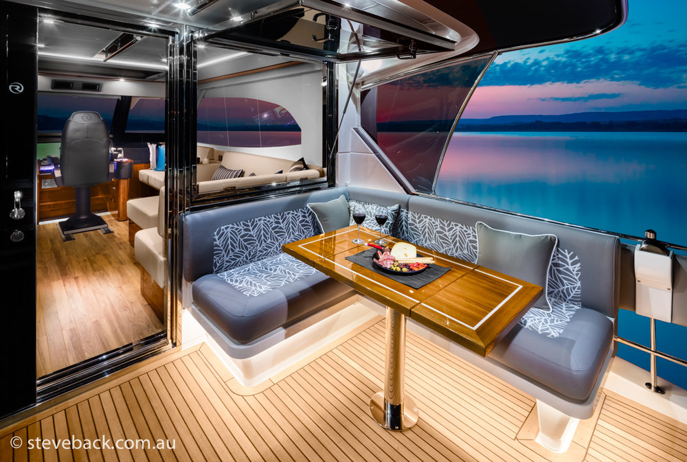 maritime photography Riviera sports motor yacht 03.jpg