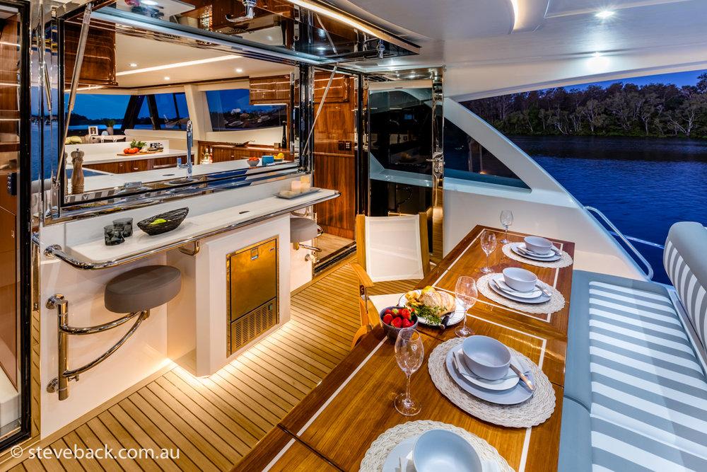 maritime photography Riviera sports motor yacht 04.jpg