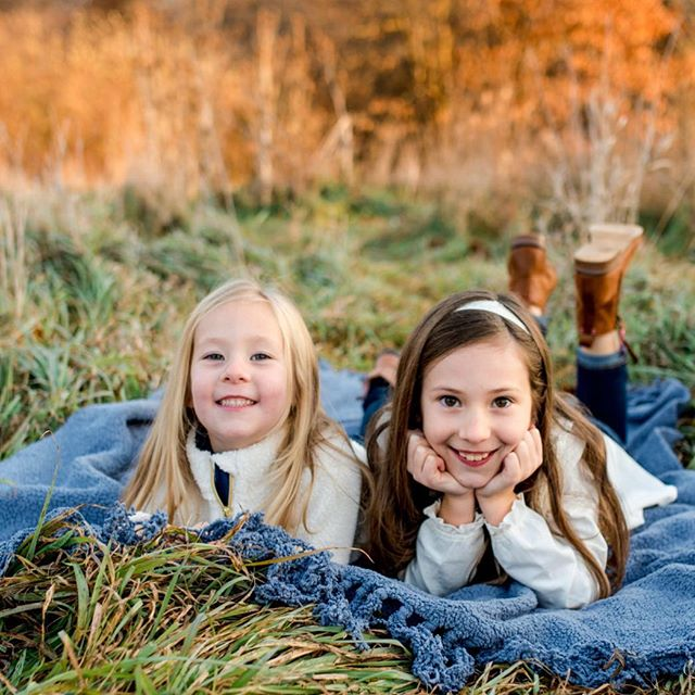 Just clinging onto the last fall moments I can find over here! Who else thinks it just came and went way too fast?! 🍂 #thesamanthalynnphotography #centralillinoisfamilyphotographer #peoriail #naturallightphotographer #authenticfamily #sisters #fallfamilysession