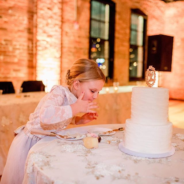 HAPPY LOVE DAY! I hope your heart is happy and that you eat as much sugar as you please. 😍❤️ @trefzgersbakery  @aleksras5  #weddingcake #peoriaillinoisweddingphotographer #shootandshare