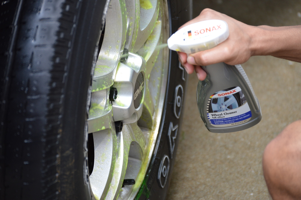 Wheel detail, brake dust removal with Sonax
