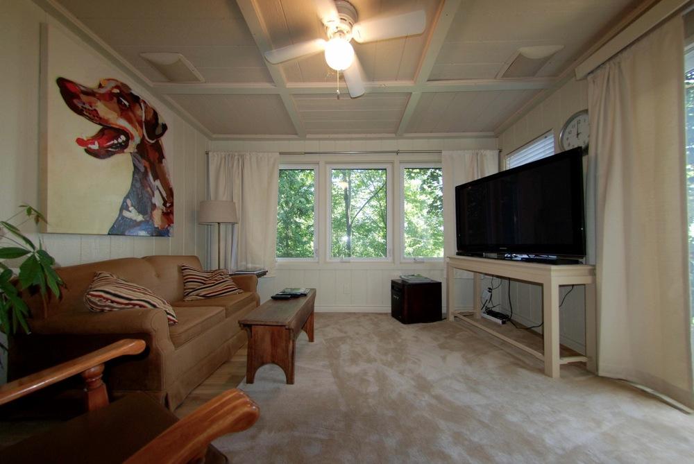 georges-suite-tv-room.jpg