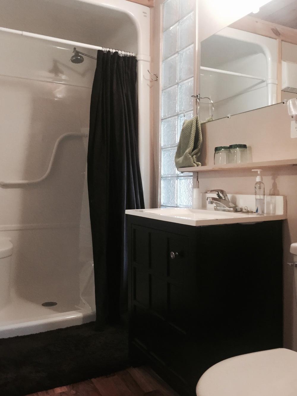woodhaven-suite-bathroom.jpg