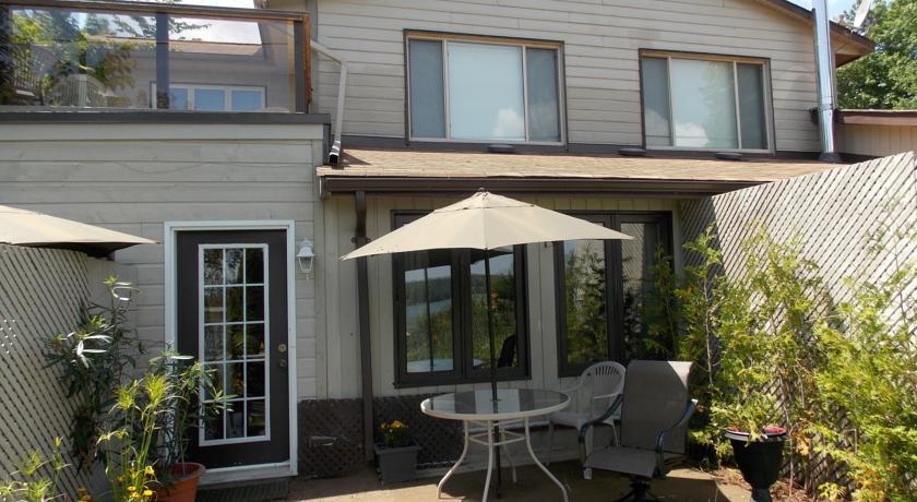 woodhaven-suite-patio.jpg