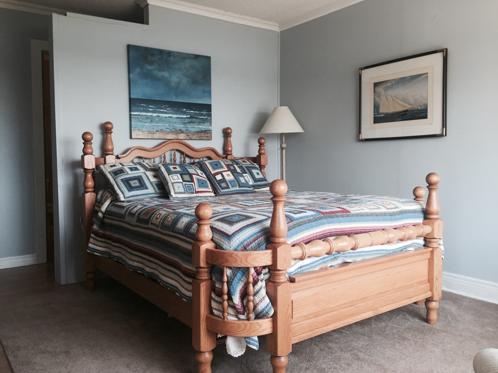 waterview-suite-bedroom-queen-bed.jpg