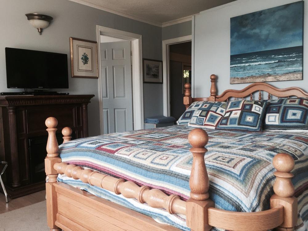 waterview-suite-queen-bed-and-tv.jpg