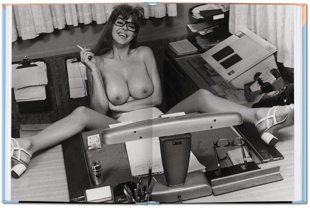 little_book_of_big_breasts_pi_int_open_0108_0109_05278_1501231305_id_500804.jpg