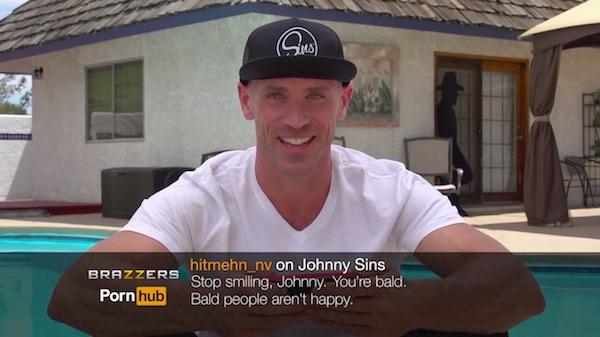 Para de sorrir Jhonny. Você é careca, pessoas carecas não são felizes!
