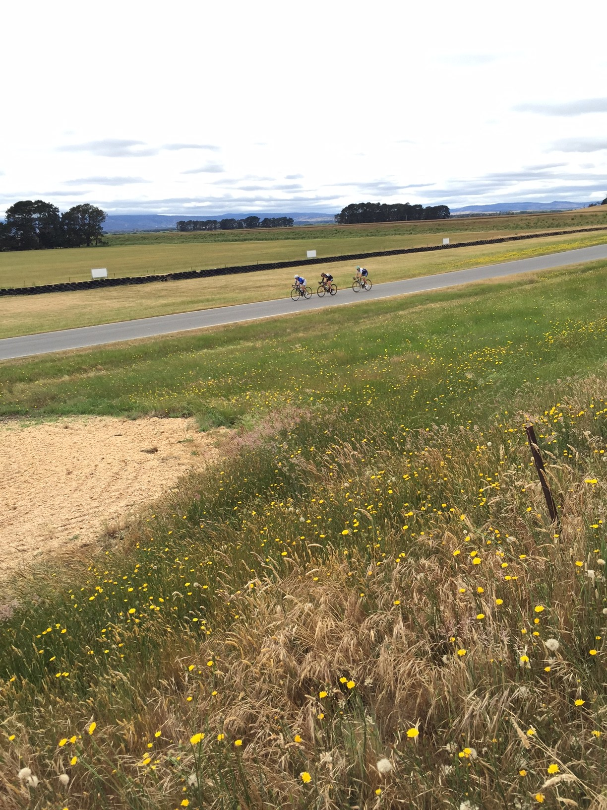 Chloe in the lead group at the Symmons Plains Raceway Kermesse.