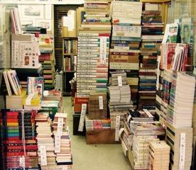 Antiquarian bookshop in Ôsaka © Wolfgang Schwentker