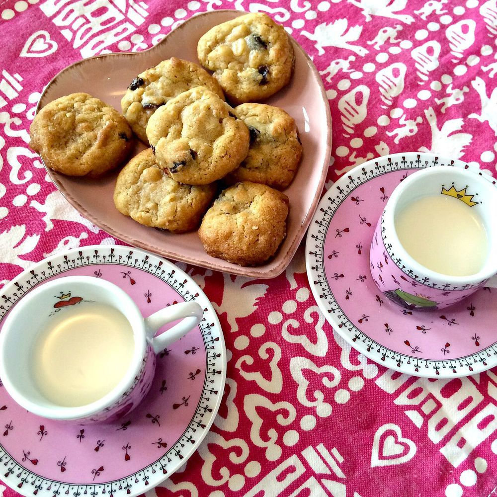 Milk & freshly baked cookies - who could resist?!