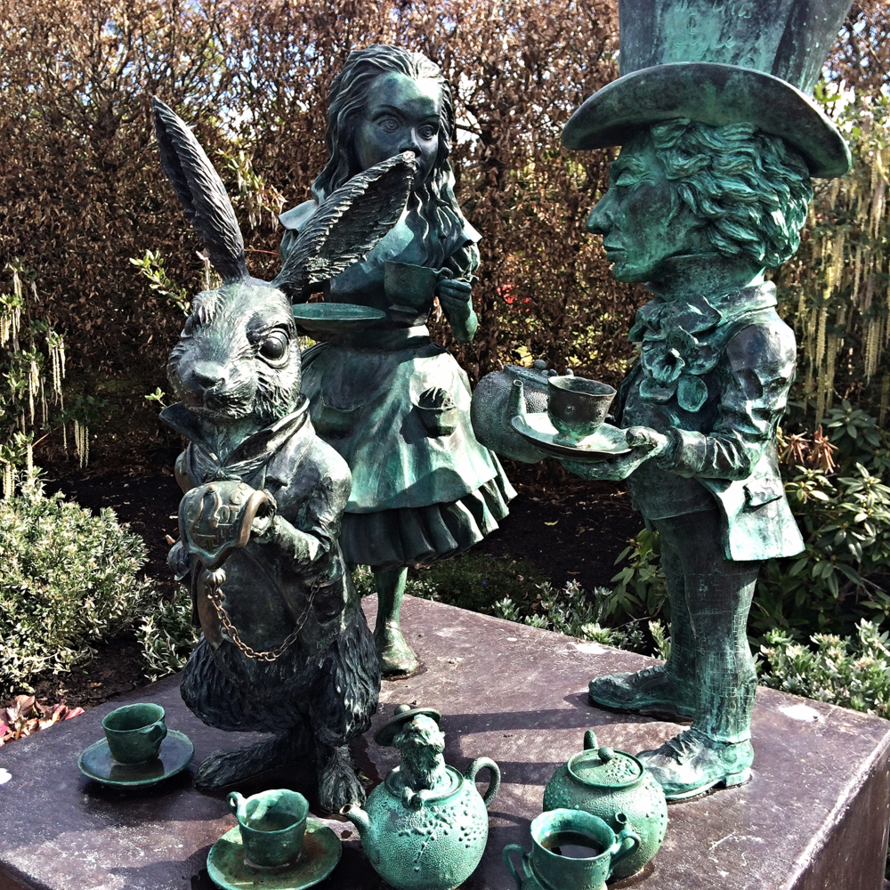 Alice in Wonderland statue at  Hamilton Gardens