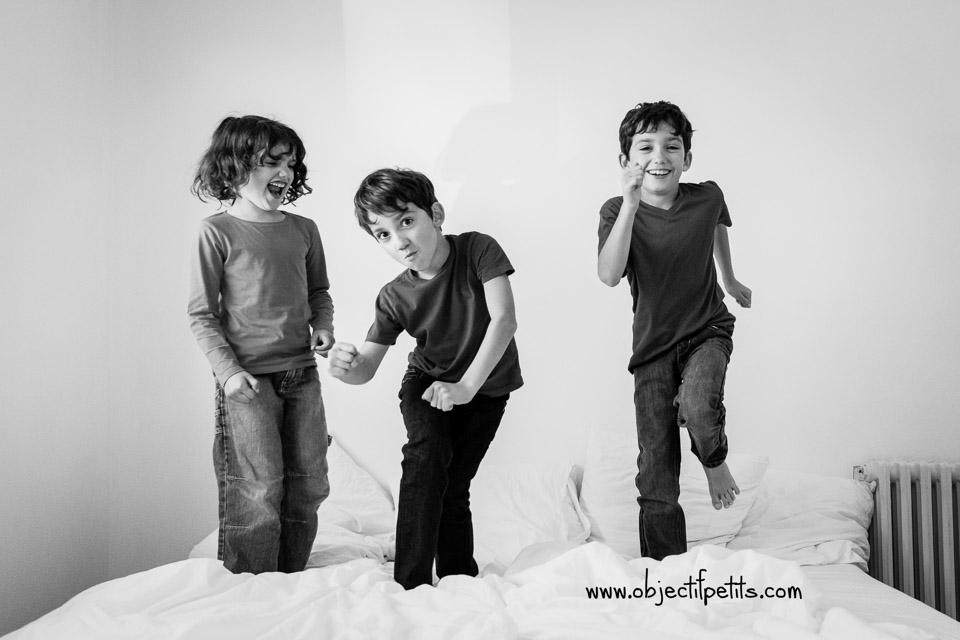 Séance photo en famille à six au naturel à Brest (Bretagne) - Objectif Petits, Photographe de bébés, enfants et familles à Brest, frères soeur