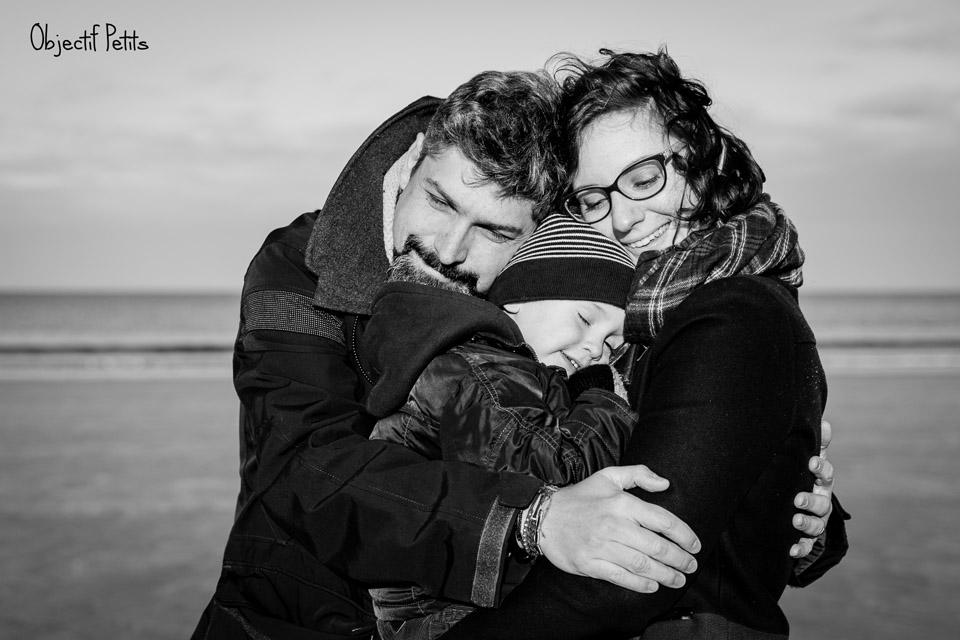 Venez vivre un moment inoubliable en famille le temps d'une mini-séance photo sur la plage avec vos enfants à Brest le samedi 09 septembre 2017 ! http://objectifpetits.com