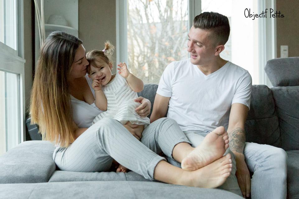 Séance photo en famille à domicile à Brest par Vanessa HERY Photographe www.objectifpetits.com