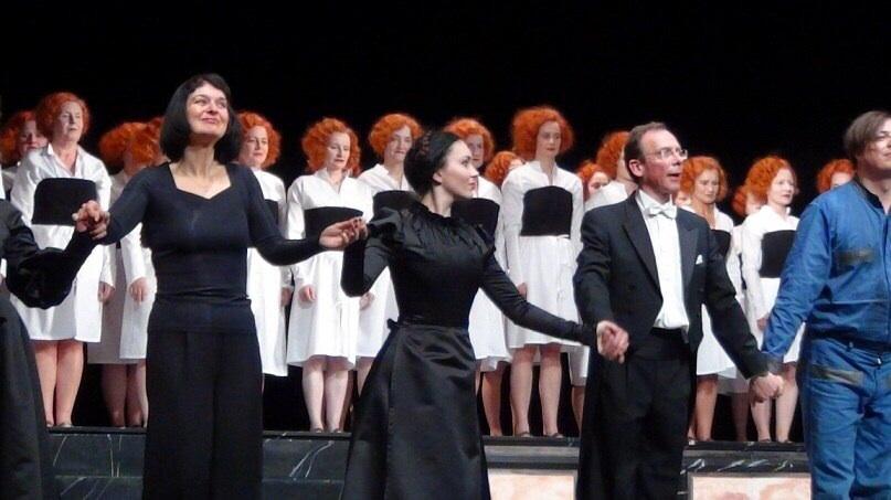 """Deutsches Nationaltheater Weimar, die Rolle von Wirtin des Gasthofs in der Oper """"Der feurige Engel"""", 2010"""