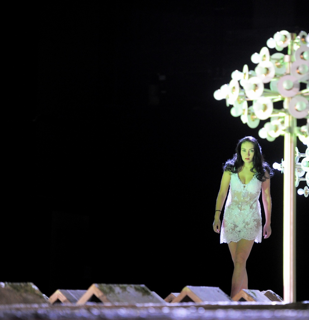 """Deutsches Nationaltheater Weimar, die Rolle von Bradamante in der Oper """"Alcina"""", 2011"""