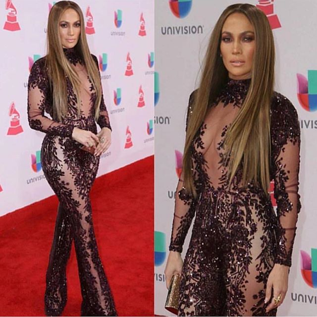 She does it again 👑👑👑👑👑 @jlo 🙌🏼❤️ #latingrammy #jlo #redcarpet