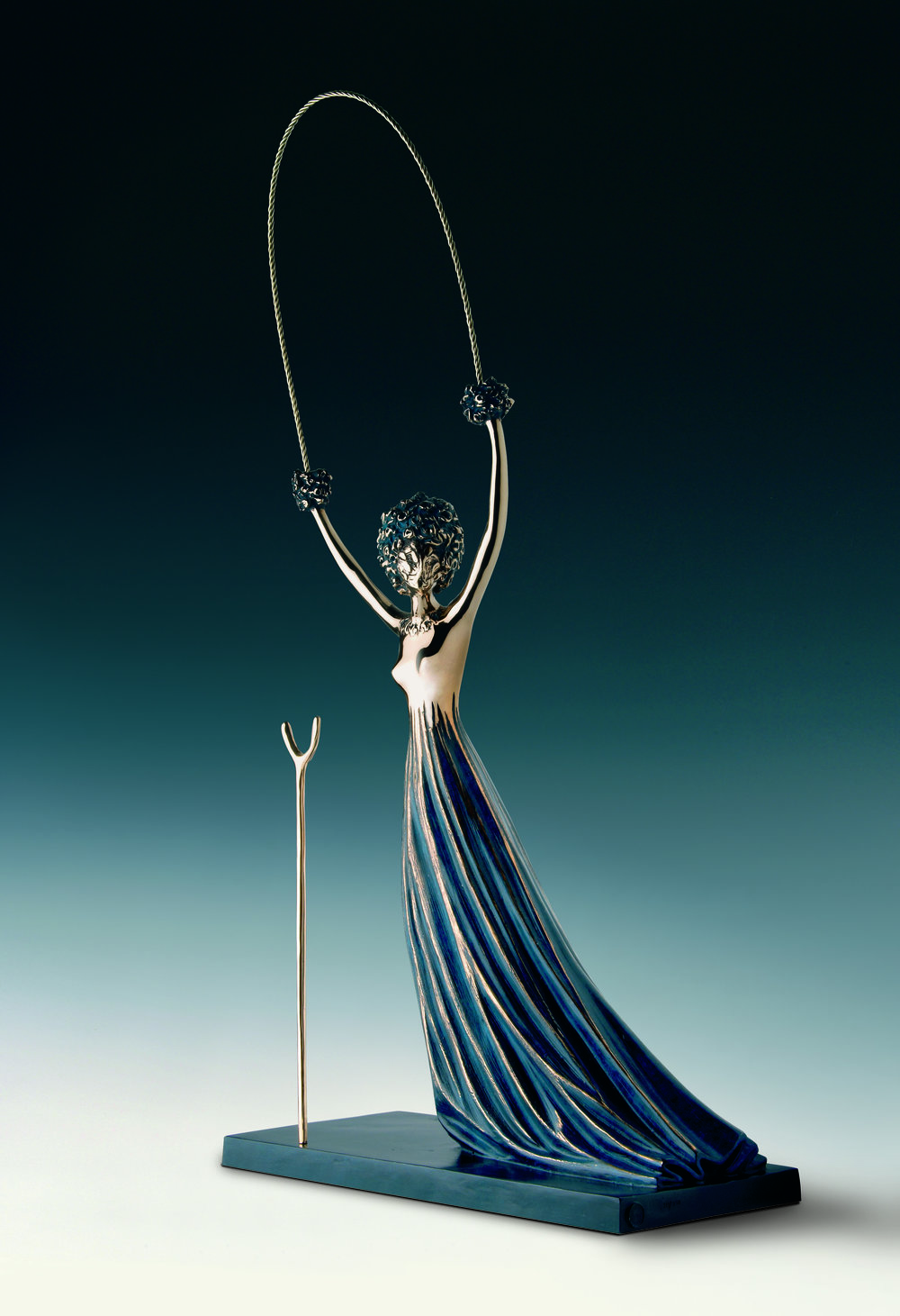 Alice in Wonderland , 1977-1984 Bronze 35 80/127h x 17 91/127w x 7 111/127d in  ©IAR Art Resources