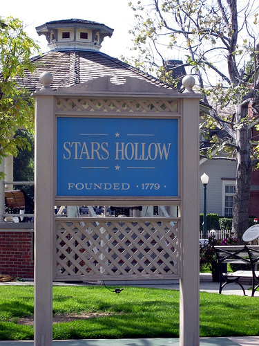 Stars_Hollow_sign