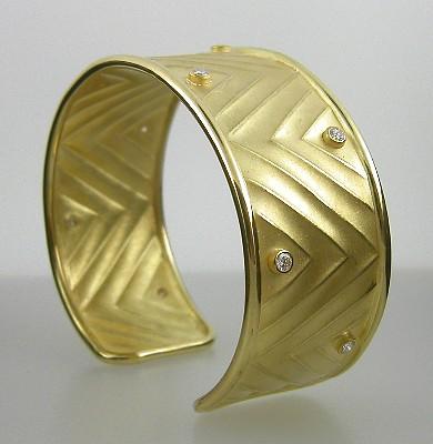 Barbara Heinrich, gold cuff with diamonds