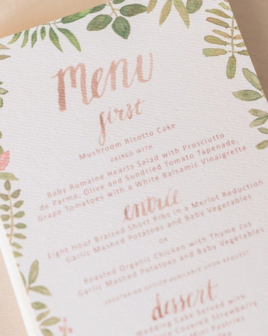 Don't forget about menus! Such an easy and affordable way to add a personalized touch to your table settings 👌🏼
