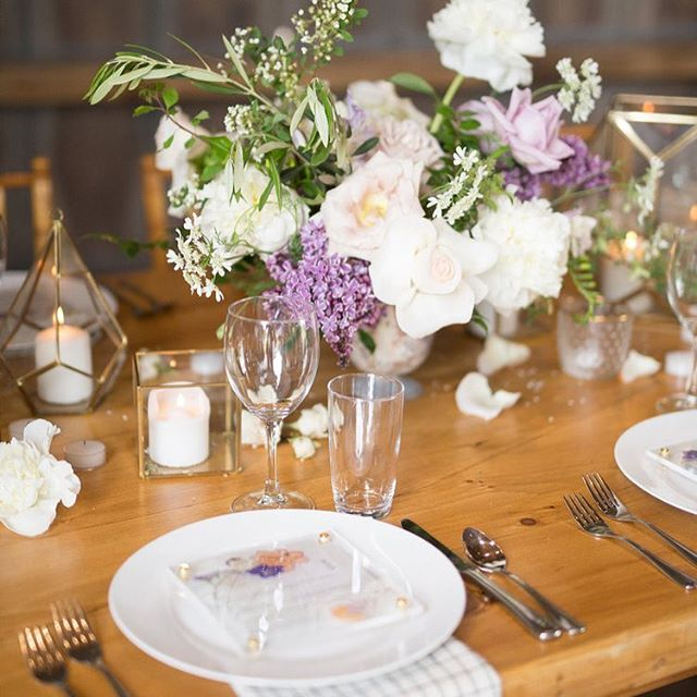 The soft muted tones of this centerpiece by @belovely_design and gorgeous napkins from @thebayith paired with these super fun acrylic menus equals table heaven 😍 Planning @featherandrockevents Rentals @openaireaffairs Photography @lizstranburg
