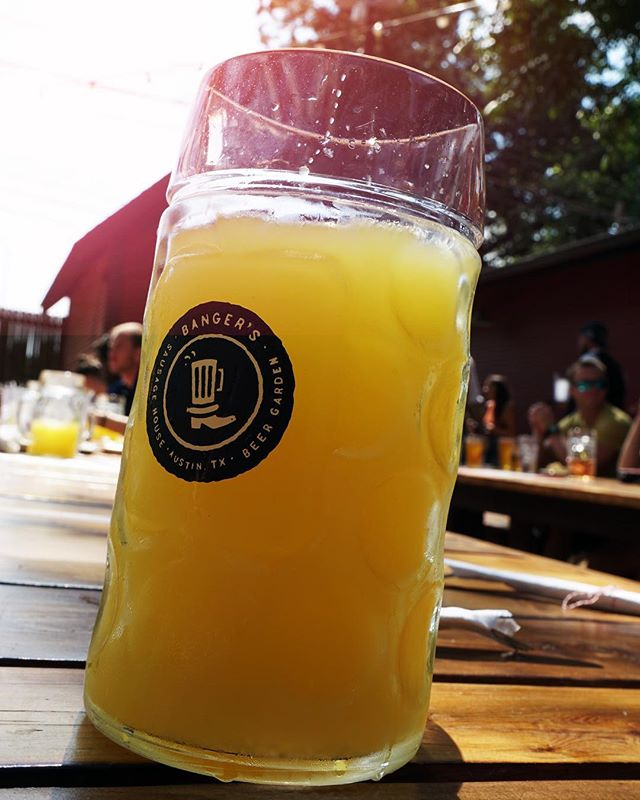 You did it folks! You made it through SXSW and saw all the shows, ate all the food and had an amazing time. Now, time to bring this action packed week to a perfect end starting with Banger's Big Band Brunch. Join us on this lovely Austin day for a manmosa. See ya soon!. . . . . #manmosa #foodstagram #beerstagram #brunch #bangers #sxsw2019 #sxsw #bangers #raineystreet