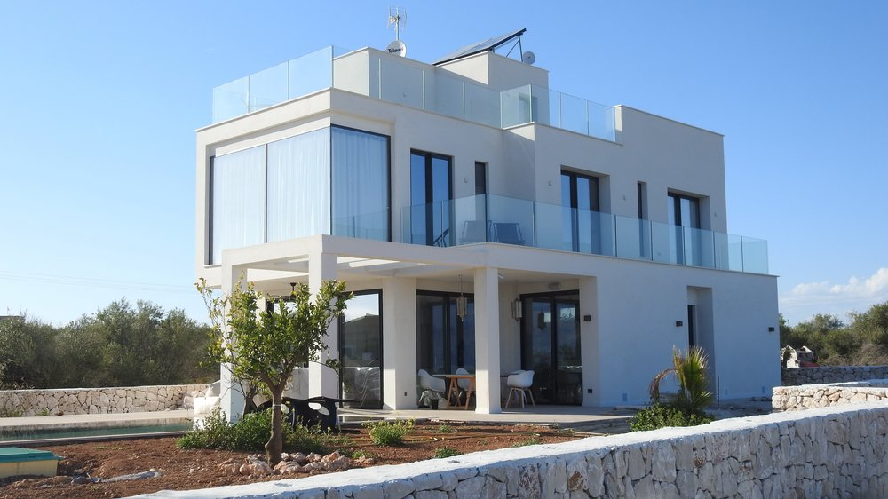 architecture-balcony-building-534182.jpg