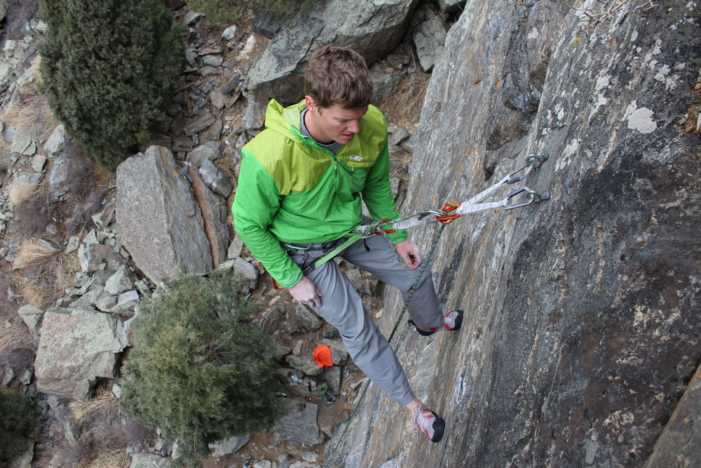 "Connecting to the masterpoint with a ""fifi"" is not anchoring.  It's just a place to sit for a minute.  No need to say anything to suggest that the belayer should not continue to keep the climber safe."