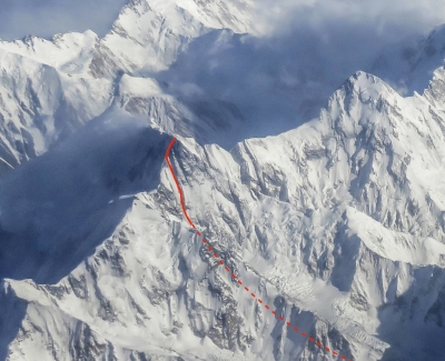 The line of Hansjörg Auer's solo new route on the west face and upper northwest ridge of Lupghar Sar West (7,181 meters).