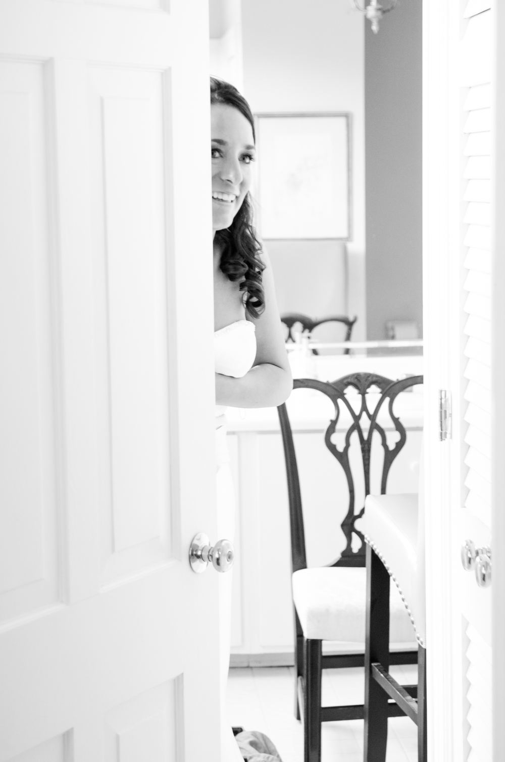 charleston wedding photography photographer bride waiting peeking.jpg