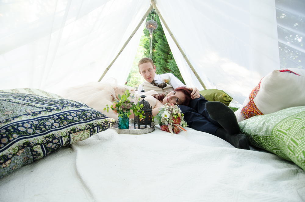 charleston wedding photography photographer tent ground lounge bride and groom.jpg